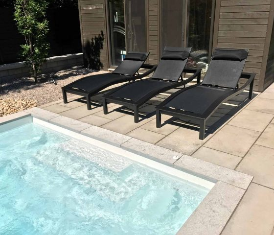 ameubleument extérieur avec piscine