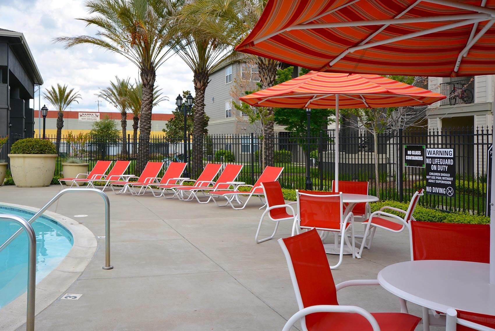 mobilier extérieur commercial chaises longues Pool Side